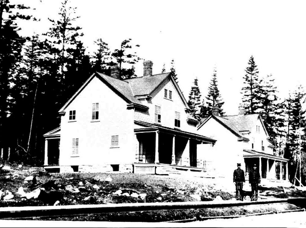 Officers' houses, now the Fort Casey Inn, soon after their completion.